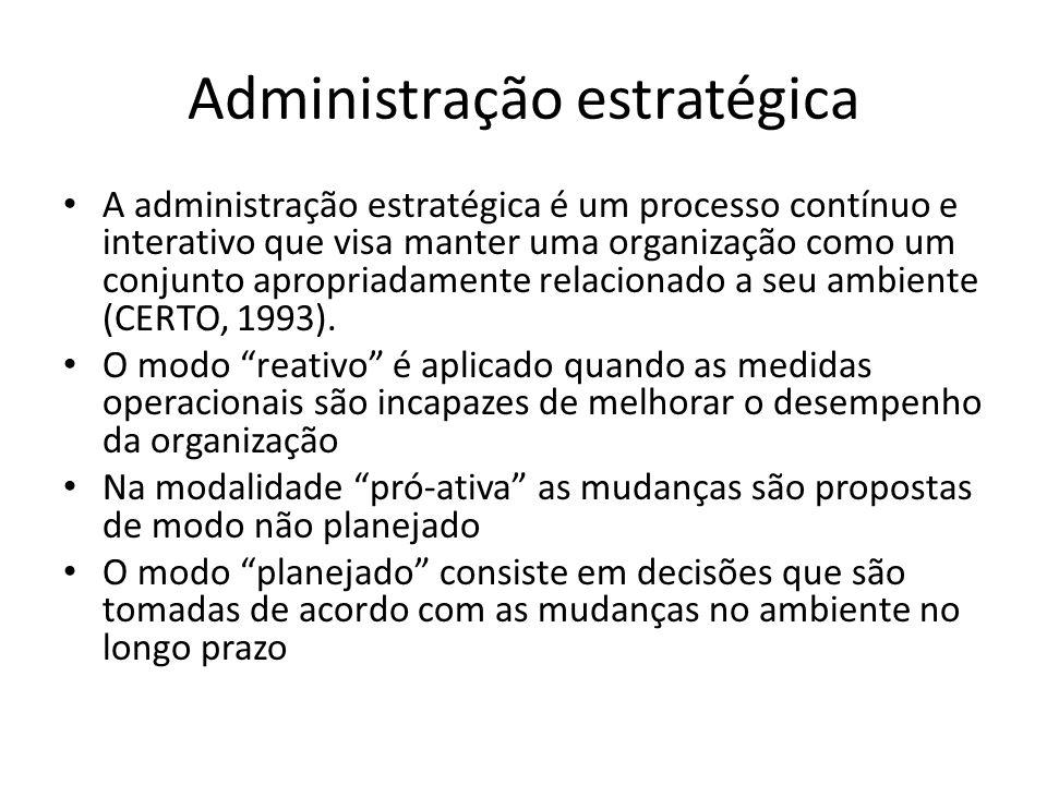 Administração estratégica A administração estratégica é um processo contínuo e interativo que visa manter uma organização como um conjunto apropriadam