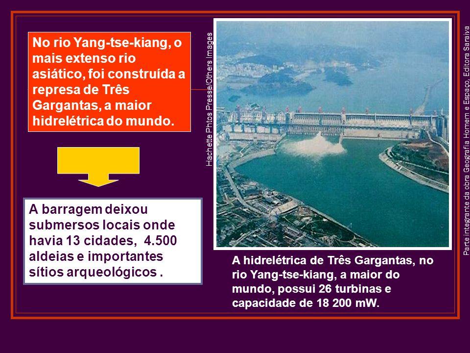 Parte integrante da obra Geografia Homem e Espaço, Editora Saraiva Hachette Phtos Presse/Others Images A hidrelétrica de Três Gargantas, no rio Yang-tse-kiang, a maior do mundo, possui 26 turbinas e capacidade de 18 200 mW.
