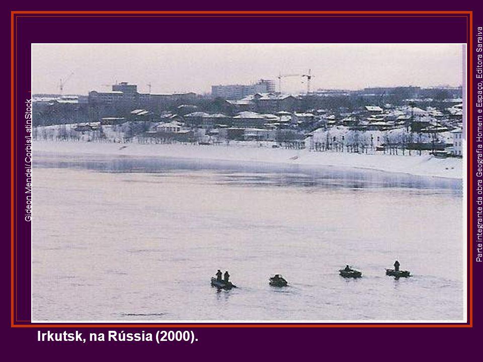 Parte integrante da obra Geografia Homem e Espaço, Editora Saraiva Gideon Mendel/ Corbis/LatinStock Irkutsk, na Rússia (2000).
