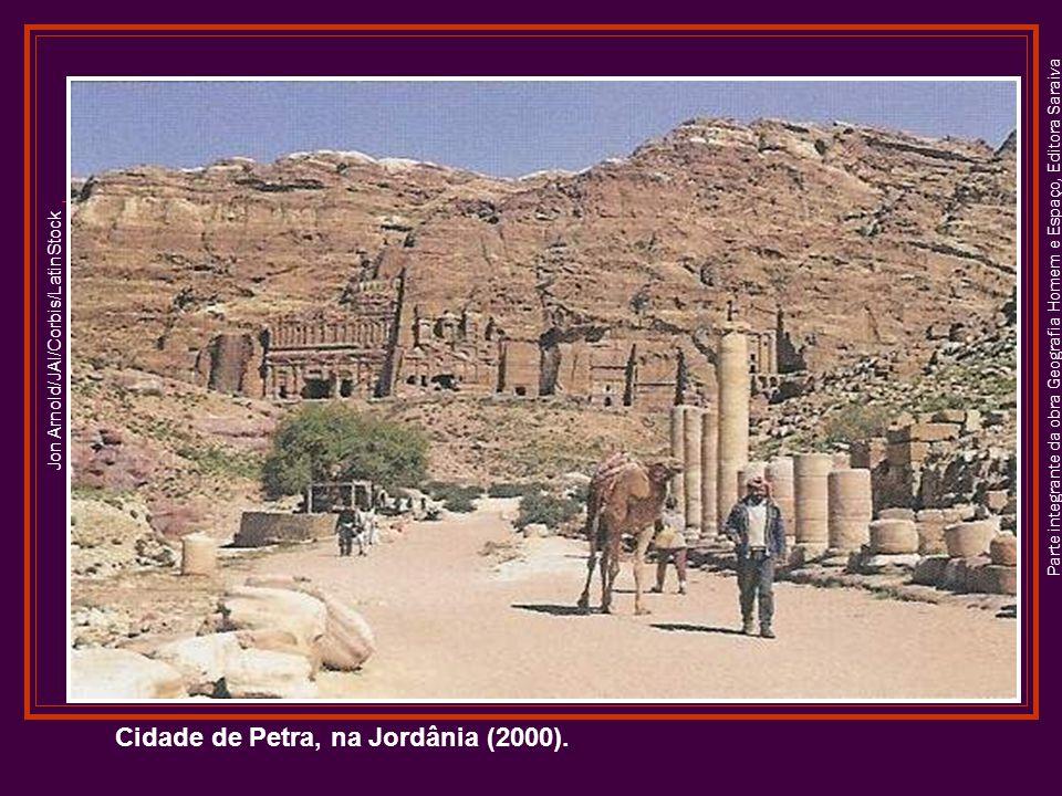Parte integrante da obra Geografia Homem e Espaço, Editora Saraiva Cidade de Petra, na Jordânia (2000). Jon Arnold/JAI/Corbis/LatinStock