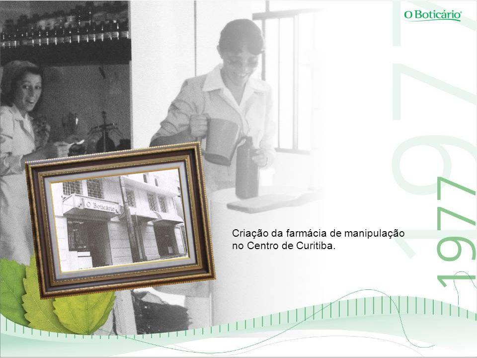 Criação da farmácia de manipulação no Centro de Curitiba.