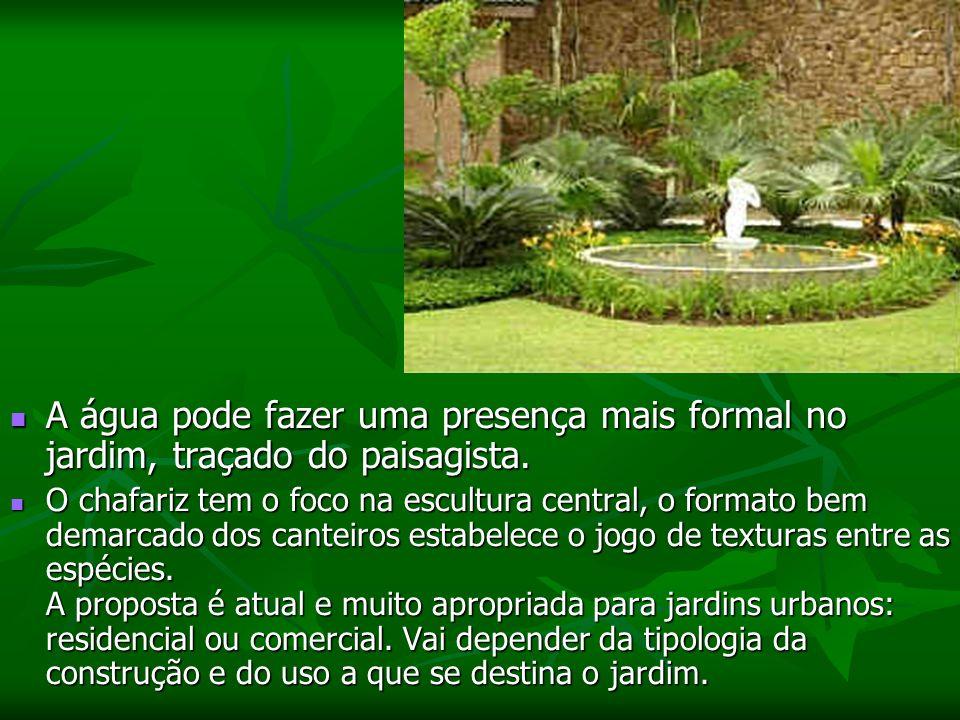 A água pode fazer uma presença mais formal no jardim, traçado do paisagista.