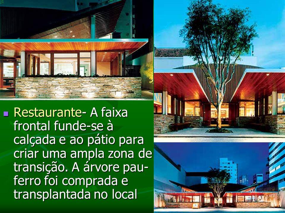 Restaurante- A faixa frontal funde-se à calçada e ao pátio para criar uma ampla zona de transição.