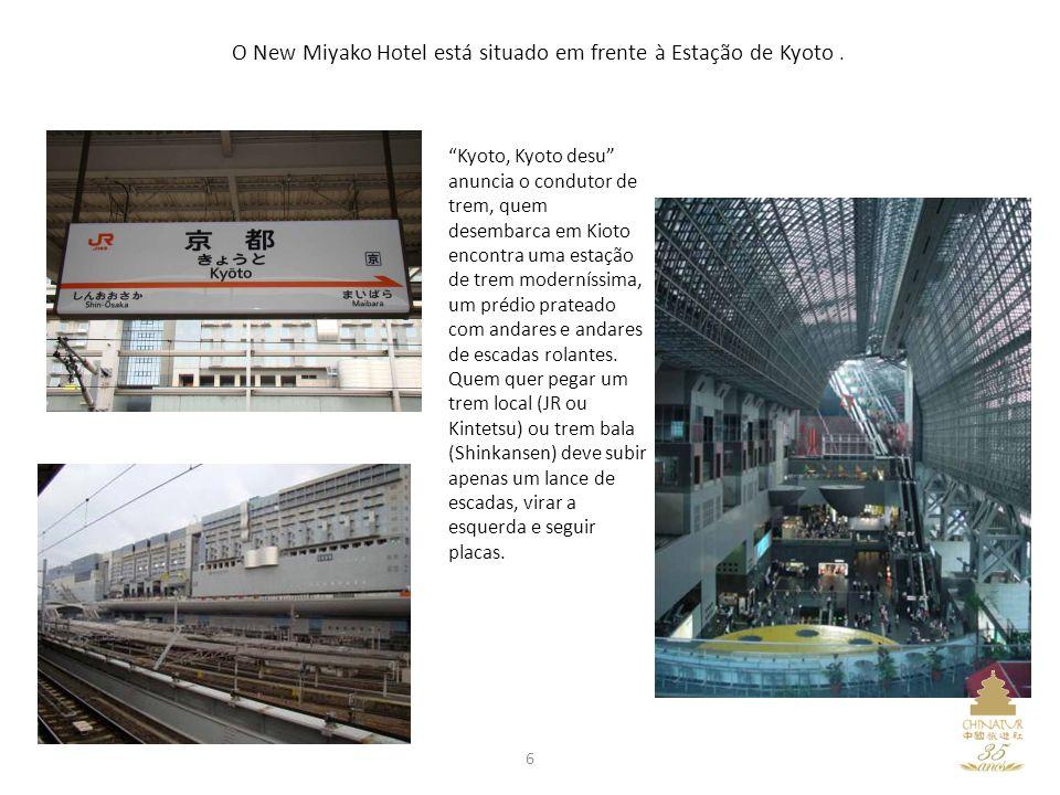 6 O New Miyako Hotel está situado em frente à Estação de Kyoto. Kyoto, Kyoto desu anuncia o condutor de trem, quem desembarca em Kioto encontra uma es