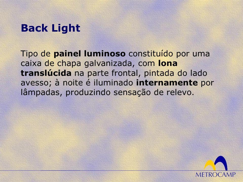Tipo de painel luminoso constituído por uma caixa de chapa galvanizada, com lona translúcida na parte frontal, pintada do lado avesso; à noite é iluminado internamente por lâmpadas, produzindo sensação de relevo.