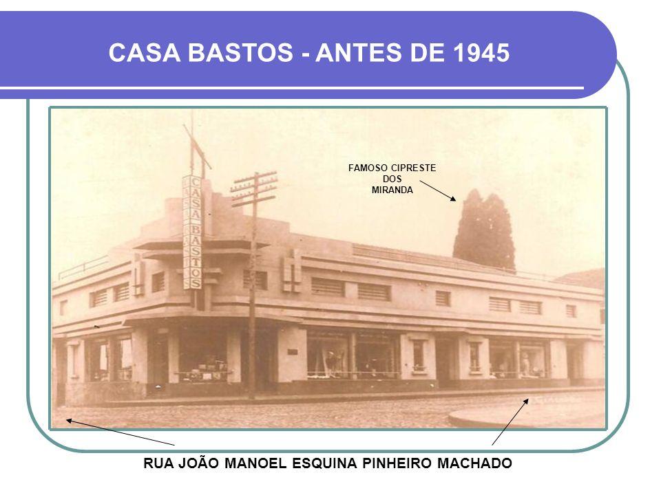 RUA JOÃO MANOEL ESQUINA PINHEIRO MACHADO CASA BASTOS - ANTES DE 1945 FAMOSO CIPRESTE DOS MIRANDA