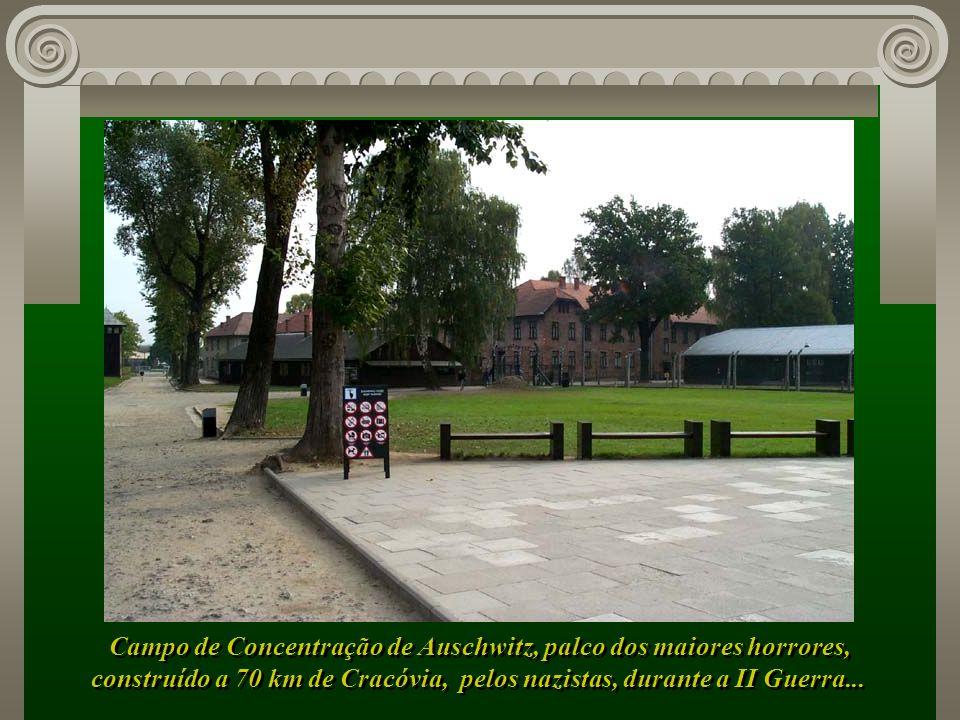 Campo de Concentração de Auschwitz, palco dos maiores horrores, construído a 70 km de Cracóvia, pelos nazistas, durante a II Guerra...