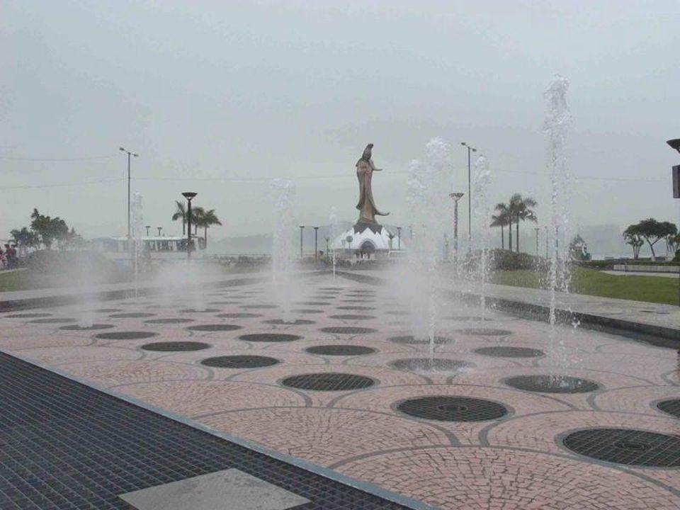-- 20 Centro Ecuménico Kun Iam -- dedicada à deusa Kun Iam (deusa da Misericórdia) tem 20M de altura e foi trabalhada em bronze.