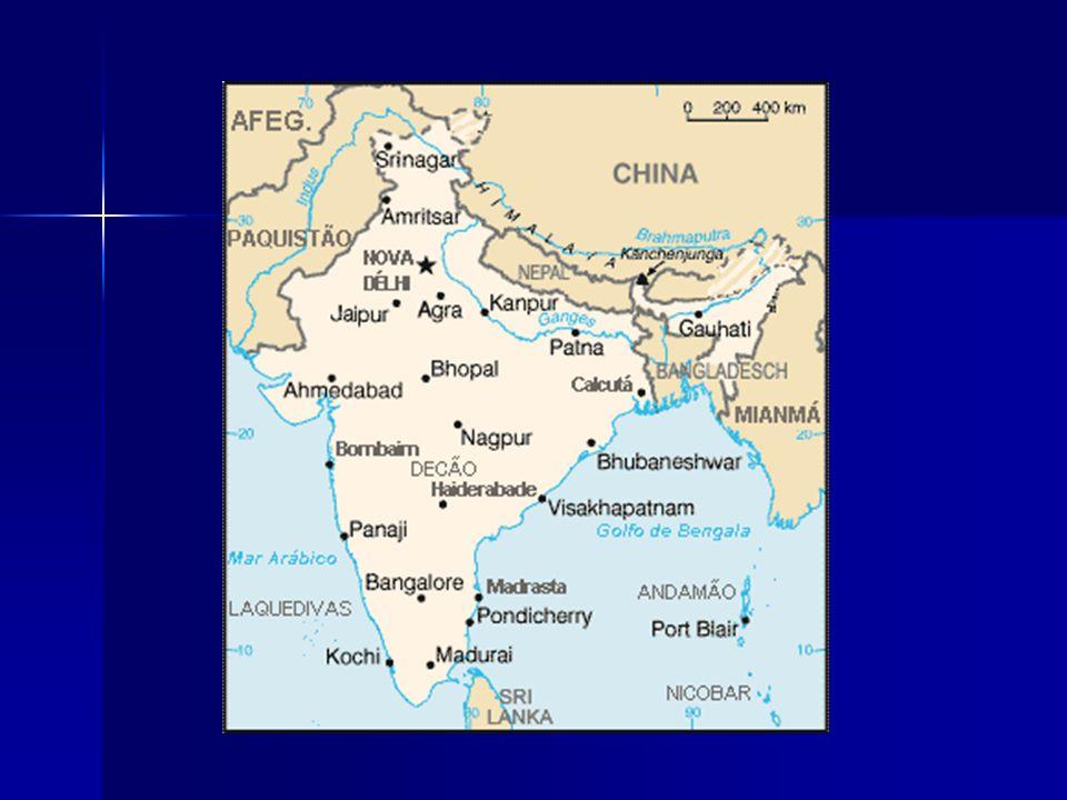 É o segundo país mais populoso do mundo (depois da China), com mais de um bilião de habitantes e o sétimo maior por área.