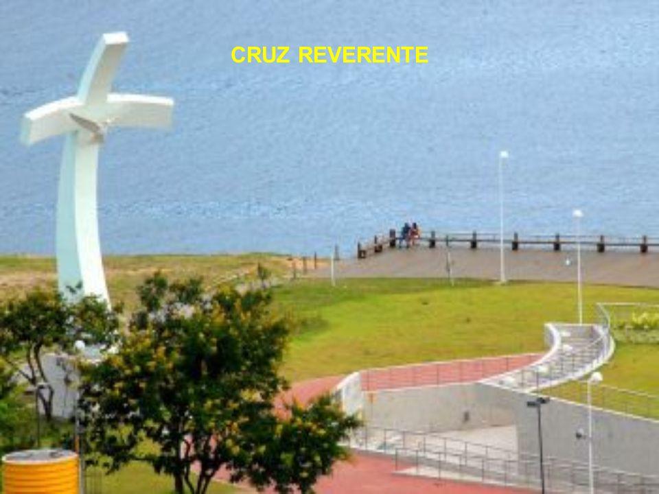 Uma esplanada de onde é possível apreciar uma das belas vistas da cidade: a baía de Vitória, tendo ao fundo o Convento da Penha e a cidade de Vila Vel