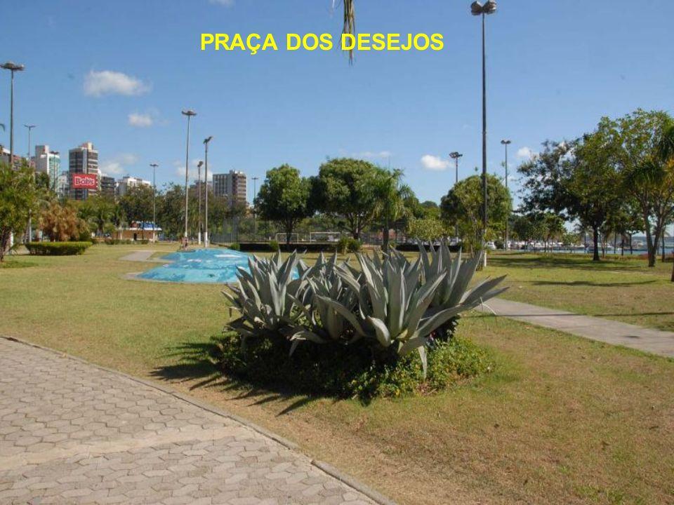 Praças dos Namorados e dos Desejos: principais áreas de lazer da capital O bairro da Praia do Canto, em Vitória, abriga duas das mais movimentadas pra