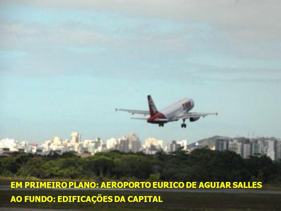 COMO CHEGAR O acesso à cidade se dá pelas vias aérea, marítima, rodoviária e ferroviária. O principal portão de entrada aérea é o Aeroporto de Vitória