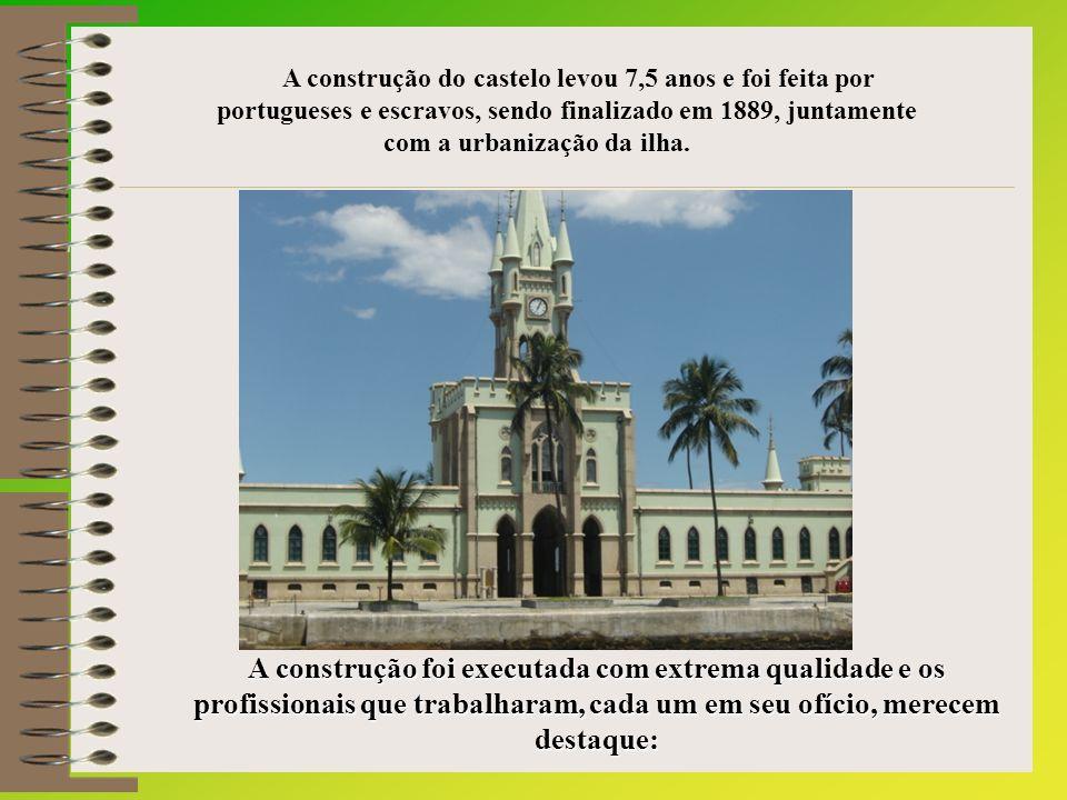 A construção do castelo levou 7,5 anos e foi feita por portugueses e escravos, sendo finalizado em 1889, juntamente com a urbanização da ilha.