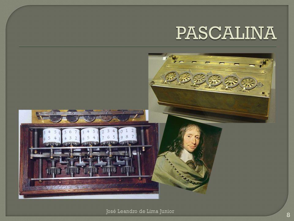 Inventou, em 1673, uma máquina muito parecida com a Pascalina, que efetuava cálculos com as quatro operações fundamentais e ainda extrai a raiz quadrada, a qual se tornou a antecessora direta das calculadoras manuais.