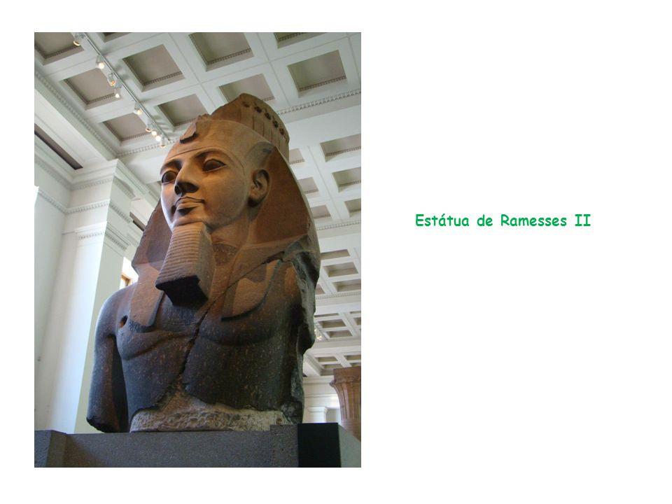 Estátua de Ramesses II