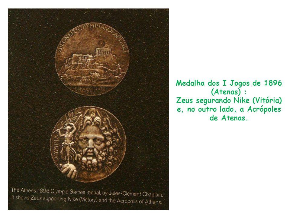 Medalha dos I Jogos de 1896 (Atenas) : Zeus segurando Nike (Vitória) e, no outro lado, a Acrópoles de Atenas.
