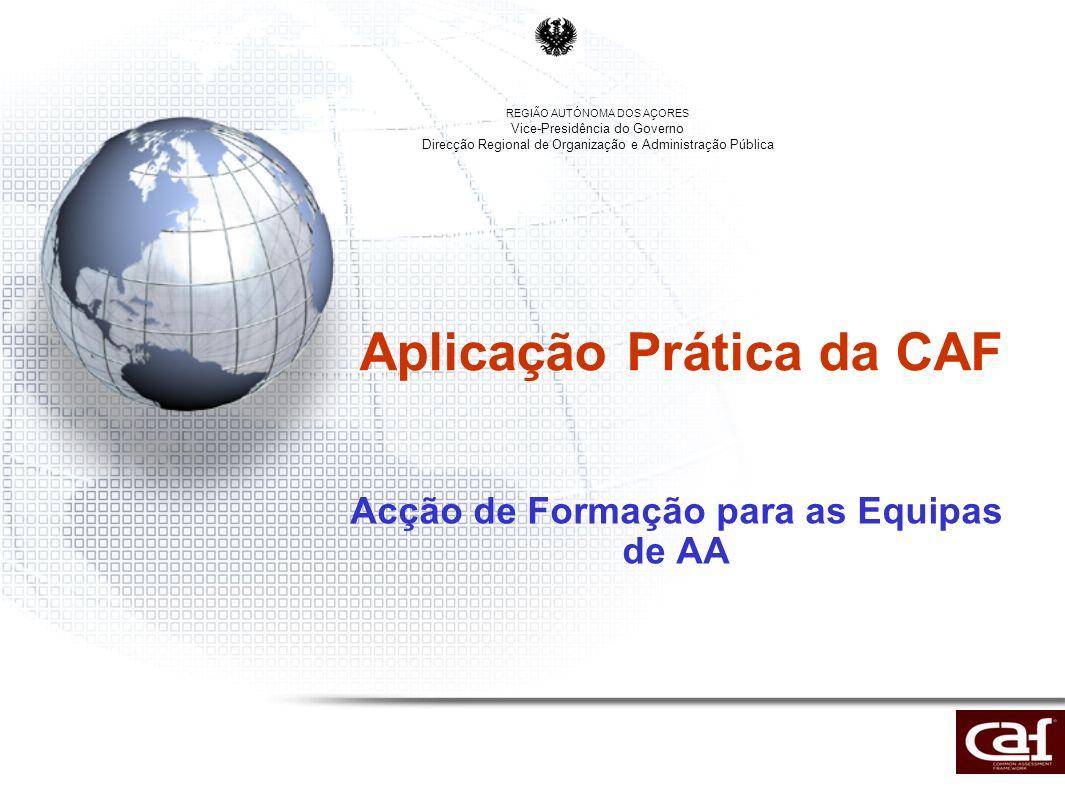 Resumo da Apresentação Sobre a CAF e Enquadramento (3 diapositivos) Estrutura da CAF (7 diapositivos) –Os 9 critérios (1) –Aplicação Prática da Ferramenta (2) –Pontuação dos Exemplos, Subcritérios e Critérios (2) –Pontos Fortes e Áreas de Melhoria –A CAF e a melhoria Contínua (1) O Processo de Auto-Avaliação (AA) (3 diapositivos) Estratégia de implementação da CAF nos Serviços da Administração Pública Regional (2 diapositivos)