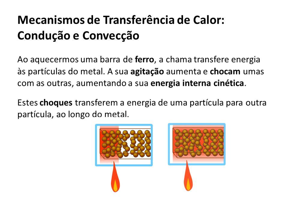 Ao aquecermos uma barra de ferro, a chama transfere energia às partículas do metal. A sua agitação aumenta e chocam umas com as outras, aumentando a s