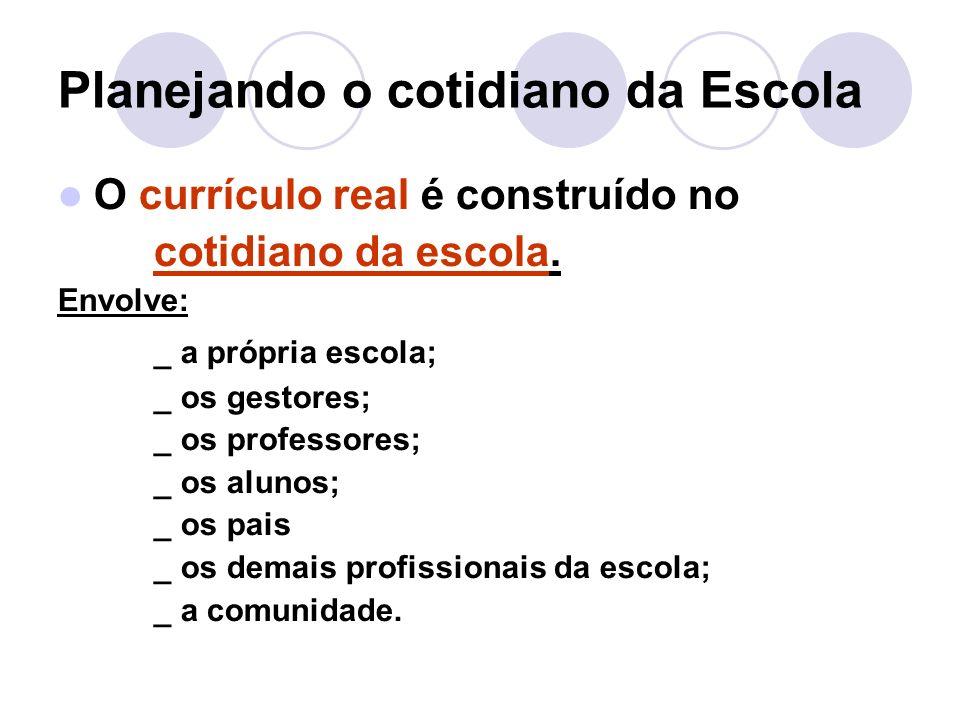 Planejando o cotidiano da Escola O currículo real é construído no cotidiano da escola.