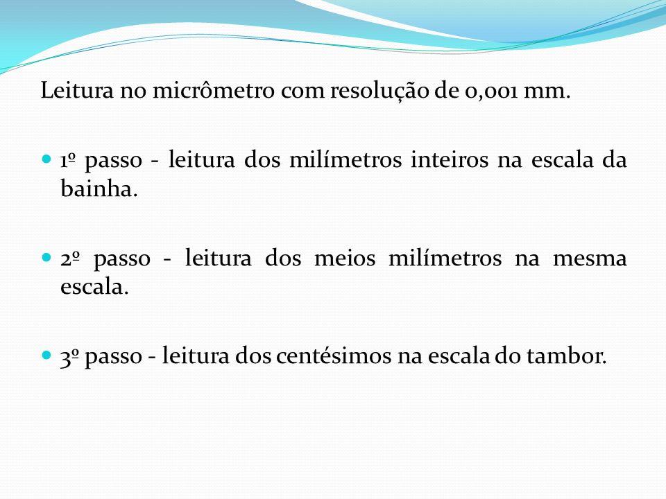 Leitura no micrômetro com resolução de 0,001 mm. 1º passo - leitura dos milímetros inteiros na escala da bainha. 2º passo - leitura dos meios milímetr