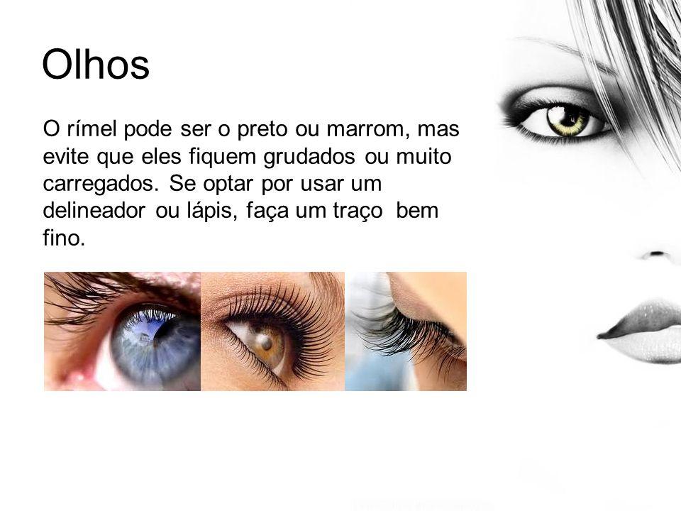 Olhos O rímel pode ser o preto ou marrom, mas evite que eles fiquem grudados ou muito carregados. Se optar por usar um delineador ou lápis, faça um tr