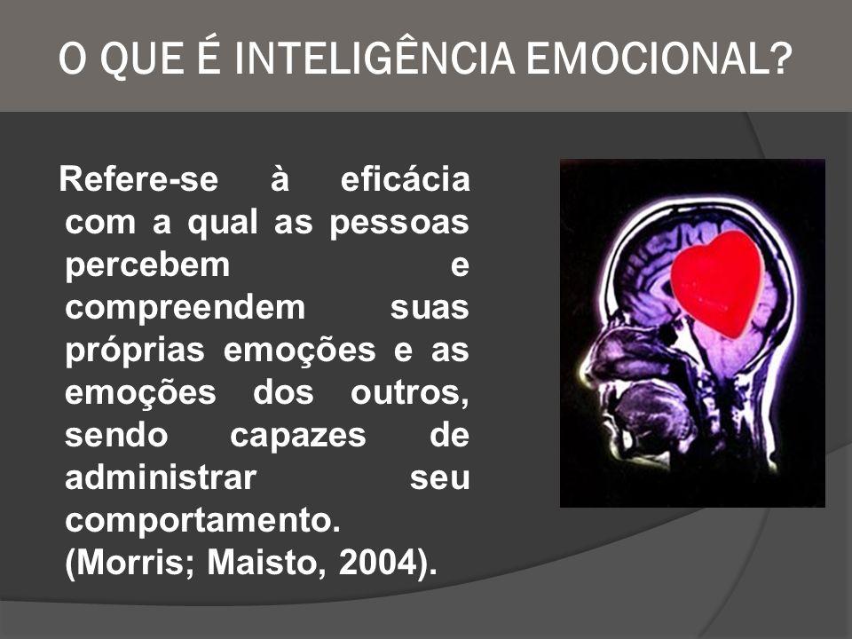 O QUE É INTELIGÊNCIA EMOCIONAL? Refere-se à eficácia com a qual as pessoas percebem e compreendem suas próprias emoções e as emoções dos outros, sendo