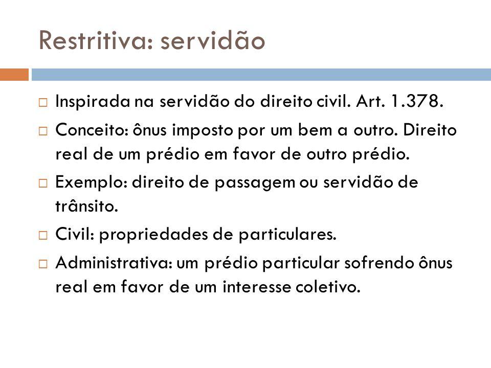 Restritiva: servidão Inspirada na servidão do direito civil. Art. 1.378. Conceito: ônus imposto por um bem a outro. Direito real de um prédio em favor