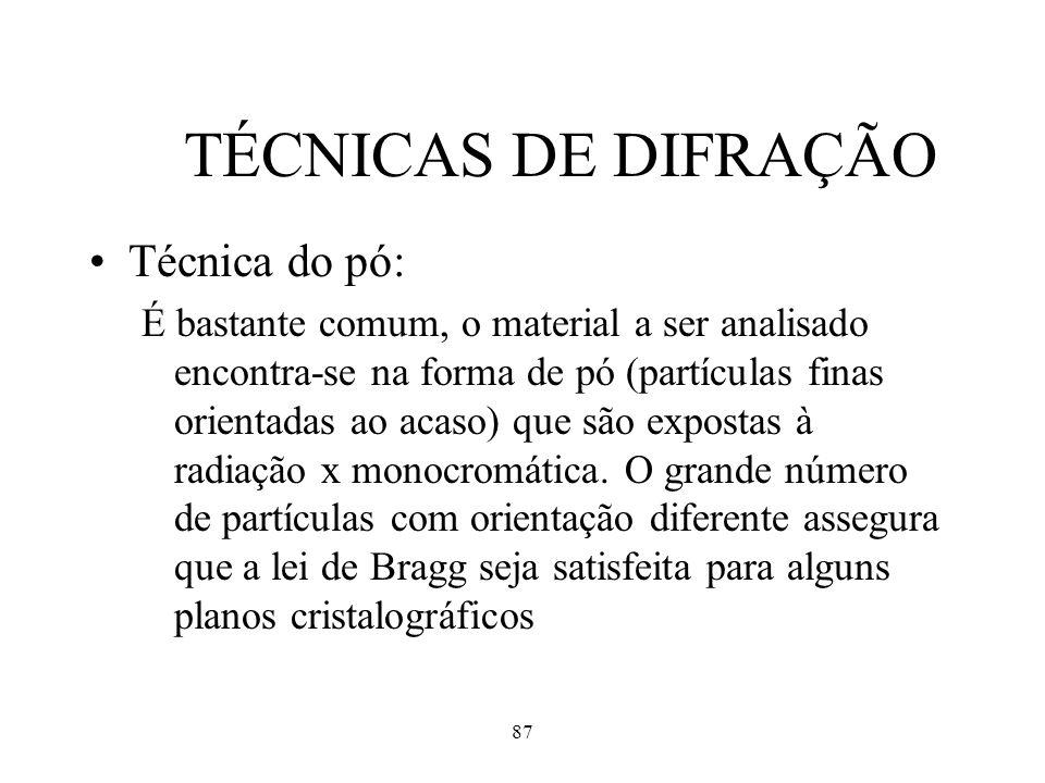 87 TÉCNICAS DE DIFRAÇÃO Técnica do pó: É bastante comum, o material a ser analisado encontra-se na forma de pó (partículas finas orientadas ao acaso)