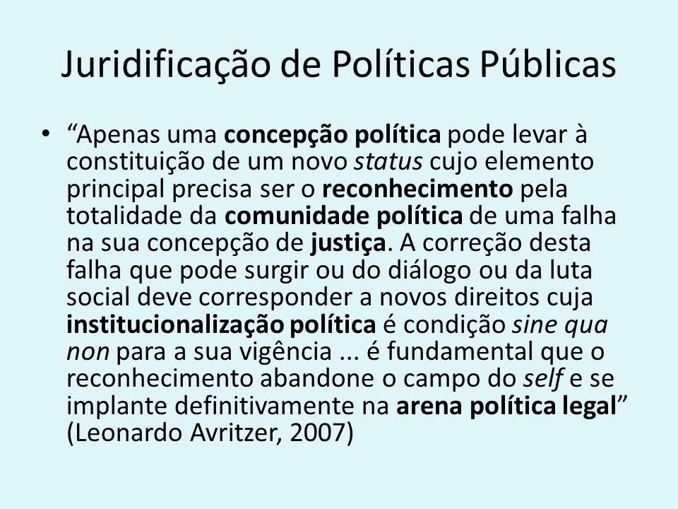 Juridificação de Políticas Públicas Apenas uma concepção política pode levar à constituição de um novo status cujo elemento principal precisa ser o reconhecimento pela totalidade da comunidade política de uma falha na sua concepção de justiça.