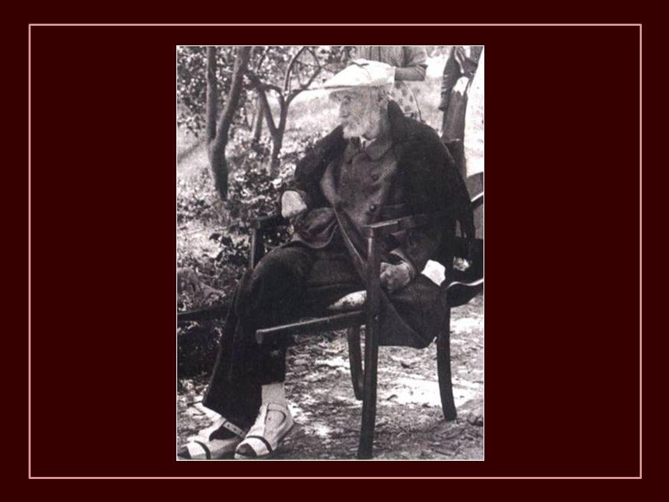 1917 - Renoir nos jardins de Cagnes-sur-Mer. Quando precisava ir a lugares nos quais que era difícil chegar em cadeira de rodas, era carregado por seu