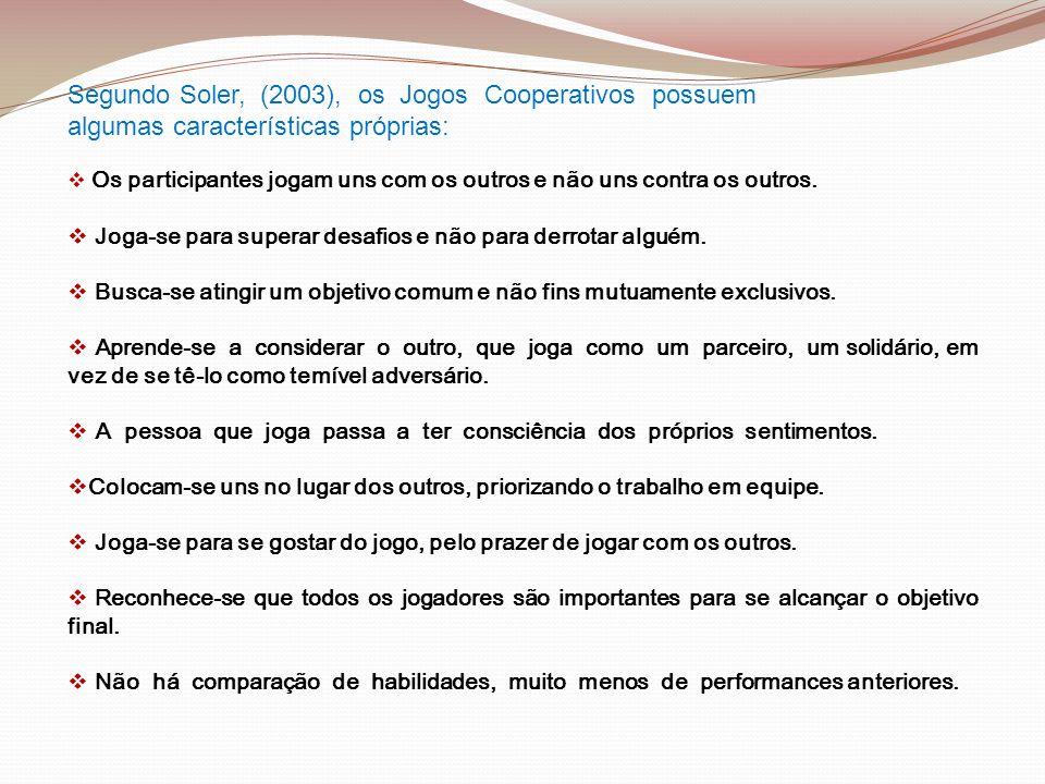 Segundo Soler, (2003), os Jogos Cooperativos possuem algumas características próprias: Os participantes jogam uns com os outros e não uns contra os ou