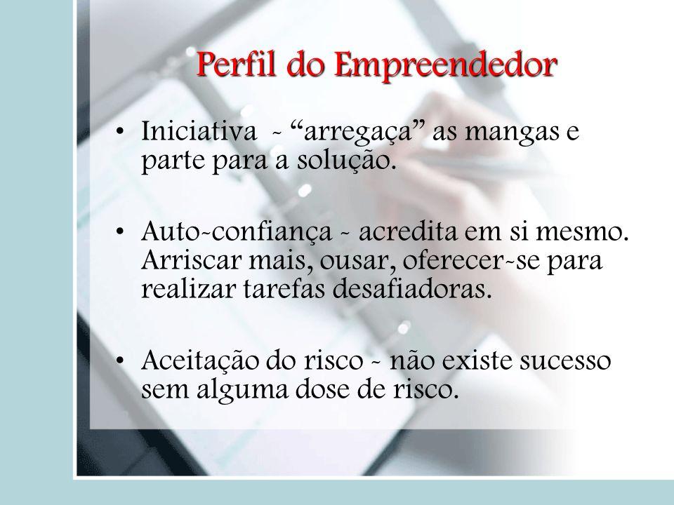 Mitos dos Empreendedores Mitos dos empreendedoresMitos dos empreendedores Empreendedores nascem feitos; Qualquer um pode começar um negócio; Dinheiro é o fator mais importante para montar uma empresa; Pessoas empreendedoras não têm chefes e são completamente independentes;