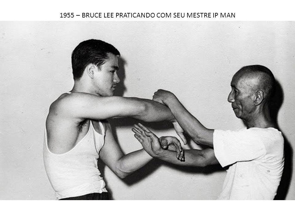 1955 – BRUCE LEE PRATICANDO COM SEU MESTRE IP MAN