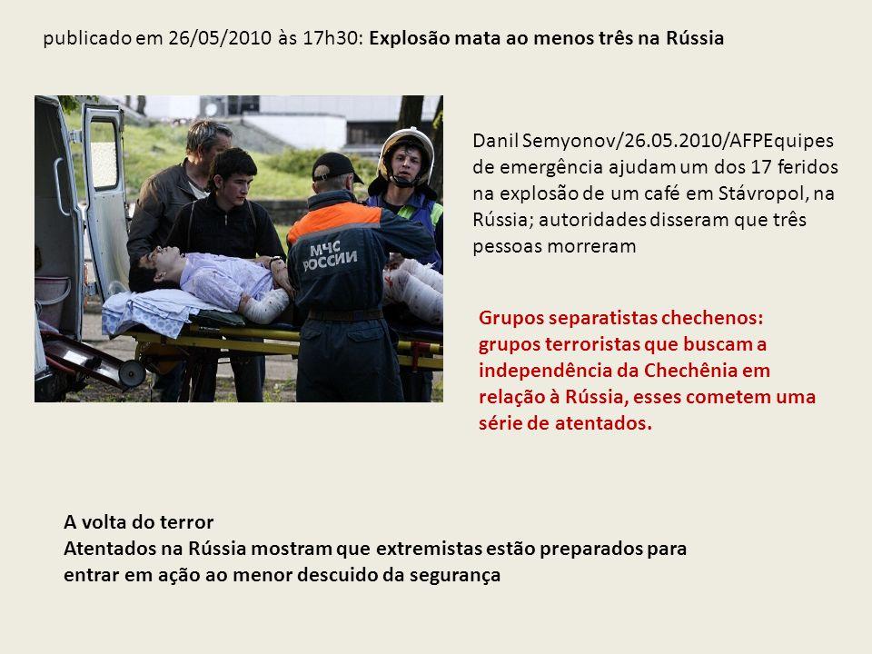 publicado em 26/05/2010 às 17h30: Explosão mata ao menos três na Rússia Danil Semyonov/26.05.2010/AFPEquipes de emergência ajudam um dos 17 feridos na