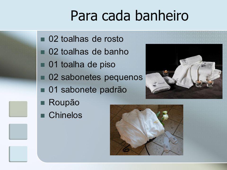 Para cada banheiro 02 toalhas de rosto 02 toalhas de banho 01 toalha de piso 02 sabonetes pequenos 01 sabonete padrão Roupão Chinelos
