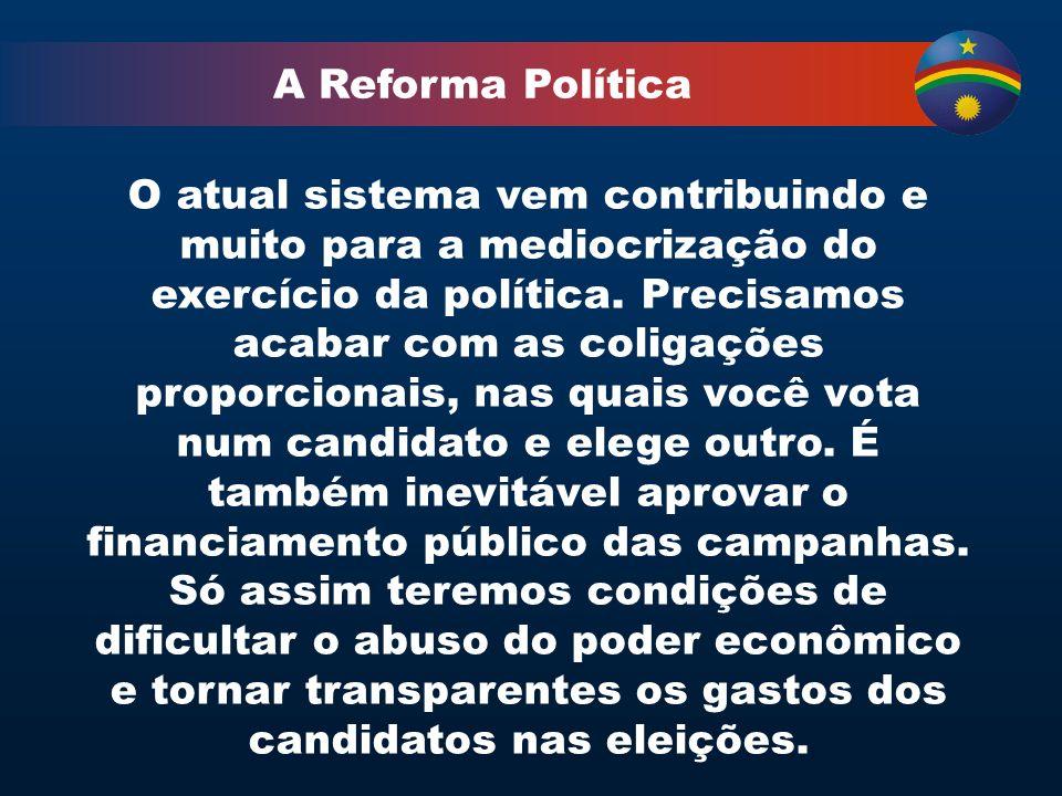 A Reforma Política O atual sistema vem contribuindo e muito para a mediocrização do exercício da política.