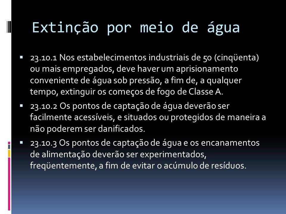 Extinção por meio de água 23.10.1 Nos estabelecimentos industriais de 50 (cinqüenta) ou mais empregados, deve haver um aprisionamento conveniente de á