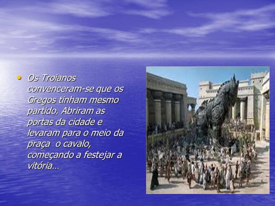 Durante a madrugada, quando os Troianos estavam a descansar, os Gregos saíram de dentro do cavalo, abriram as portas da cidade aos companheiros e destruíram, completamente, Tróia… Durante a madrugada, quando os Troianos estavam a descansar, os Gregos saíram de dentro do cavalo, abriram as portas da cidade aos companheiros e destruíram, completamente, Tróia…