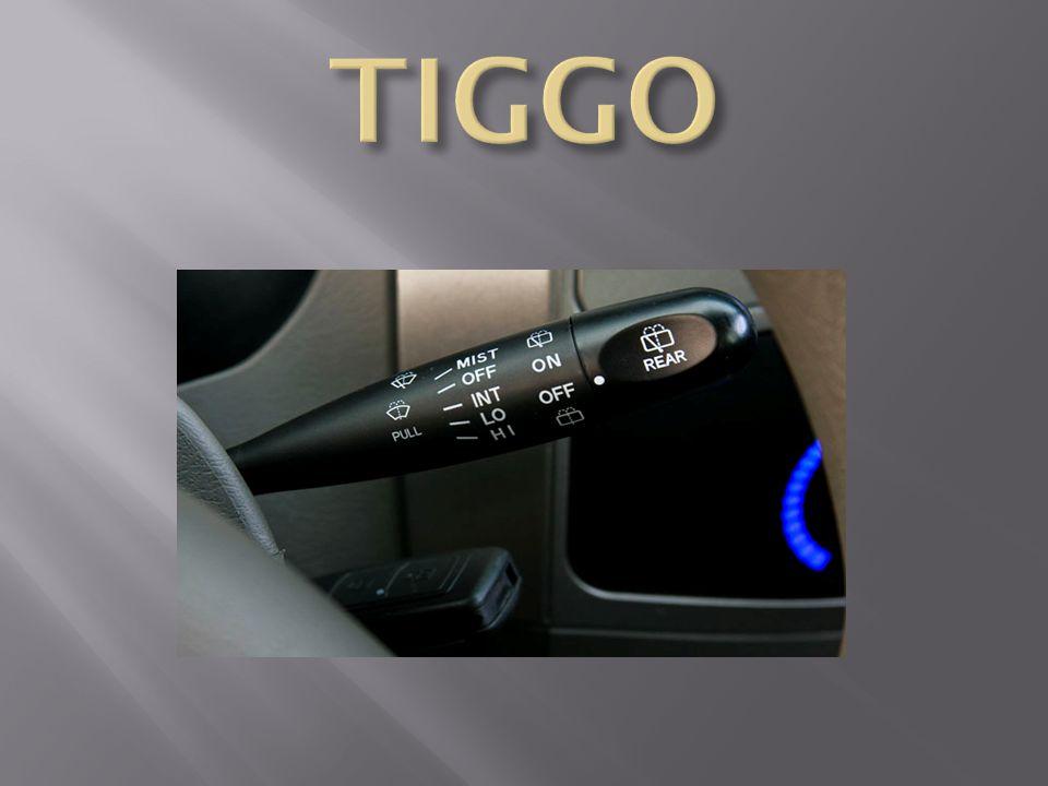 Cobertura multifuncional do compartimento de bagagem Console central com porta-objetos Console no teto com luz de leitura integrado e porta-óculos Desembaçador pára-brisa e desembaçador traseiro Direção hidráulica Espelhos retrovisores externos controle elétrico, rebatíveis na cor do veículo Faróis e lanternas de neblina Faróis em policarbono com regulagem de altura Freios ABS nas 4 rodas com EBD Hodômetro total e parcial Imobilizador eletrônico - Transponder Iluminação miolo contato ignição e compartimento de bagagem Indicador de nível de fluído de freio baixo Lanterna indicação de direção lateral Limpador e lavador vidro traseiro Limpador de parabrisa intermitente e 2 velocidades com lavador Luz de cortesia, de leitura dianteira e traseira Maçaneta externa das portas na cor do veículo Parachoques dianteiros e traseiros na cor do veículo Porta-objetos nas portas dianteiras, traseiras e nas laterais do compartimento de bagagem