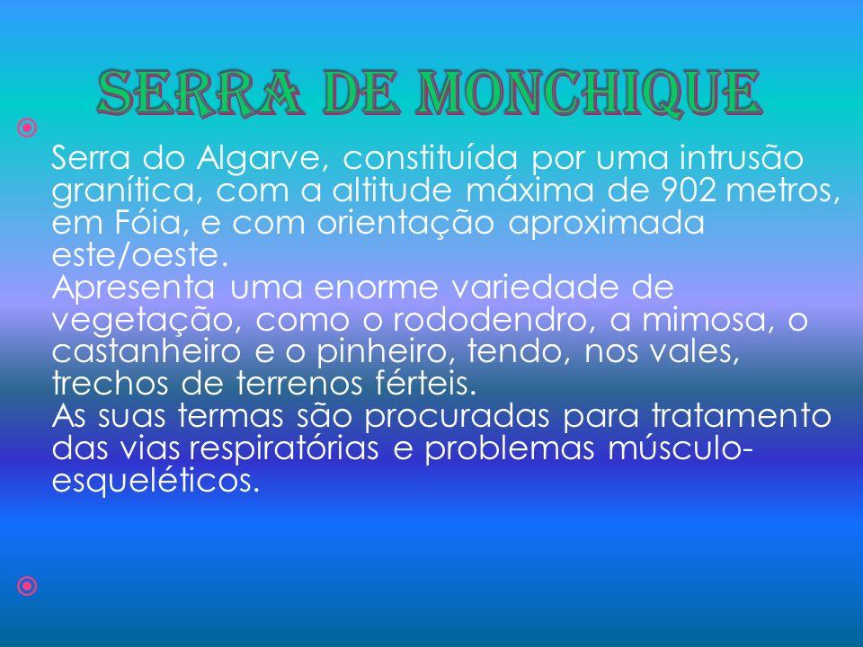 Serra do Algarve, constituída por uma intrusão granítica, com a altitude máxima de 902 metros, em Fóia, e com orientação aproximada este/oeste. Aprese