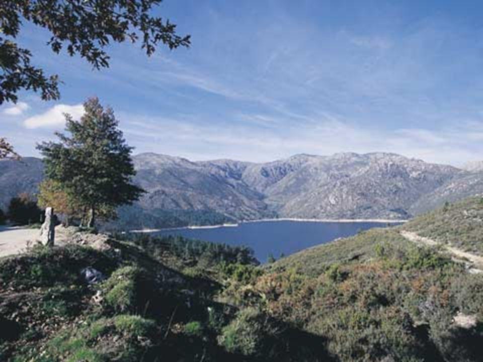 Serra do Norte de Portugal Continental, situada entre os rios Homem e Cávado.