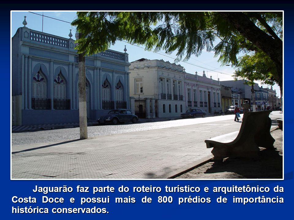Jaguarão faz parte do roteiro turístico e arquitetônico da Costa Doce e possui mais de 800 prédios de importância histórica conservados. Jaguarão faz