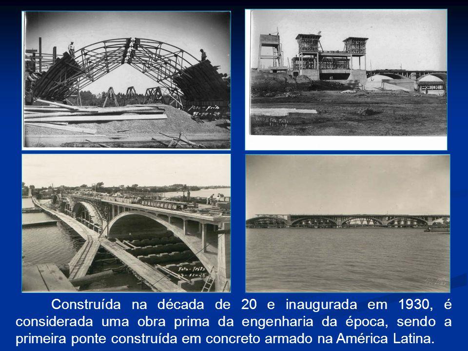 Construída na década de 20 e inaugurada em 1930, é considerada uma obra prima da engenharia da época, sendo a primeira ponte construída em concreto ar