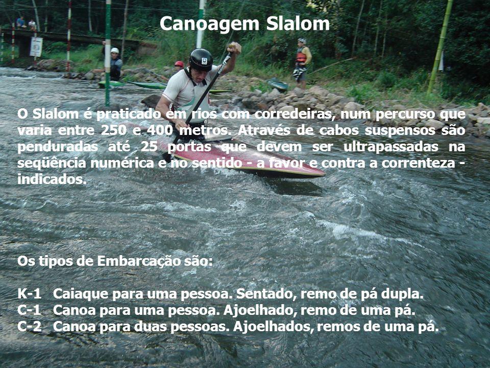 Canoagem Slalom O Slalom é praticado em rios com corredeiras, num percurso que varia entre 250 e 400 metros. Através de cabos suspensos são penduradas