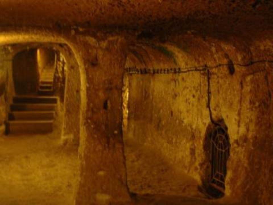 De cidades subterrâneas desta zona já falava o historiador grego Jenofonte. Na sua obra Anábasis explicava que as pessoas que vivian na Anatolia havia