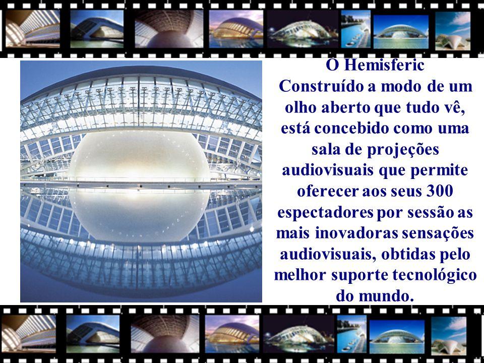 O Hemisferic Construído a modo de um olho aberto que tudo vê, está concebido como uma sala de projeções audiovisuais que permite oferecer aos seus 300 espectadores por sessão as mais inovadoras sensações audiovisuais, obtidas pelo melhor suporte tecnológico do mundo.