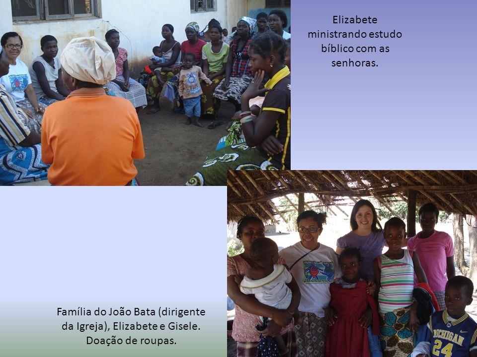 Família do João Bata (dirigente da Igreja), Elizabete e Gisele. Doação de roupas. Elizabete ministrando estudo bíblico com as senhoras.