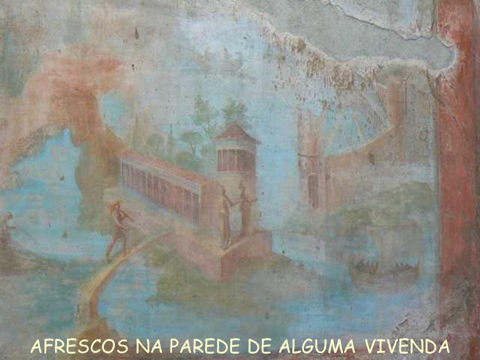. AFRESCOS NA PAREDE DE ALGUMA VIVENDA