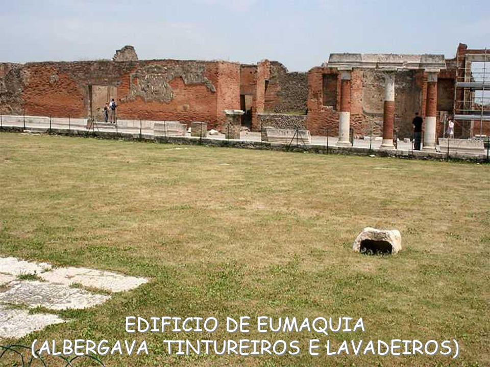 EDIFICIO DE EUMAQUIA (ALBERGAVA TINTUREIROS E LAVADEIROS) EDIFICIO DE EUMAQUIA (ALBERGAVA TINTUREIROS E LAVADEIROS)