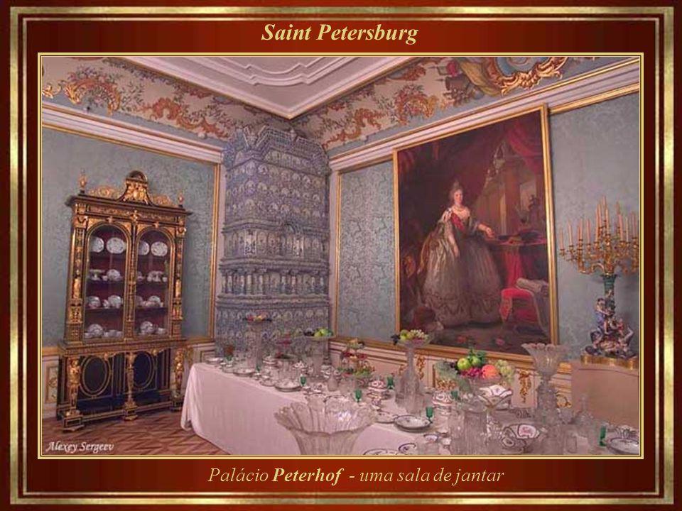 Saint Petersburg Palácio Peterhof – arquitetura e pinturas